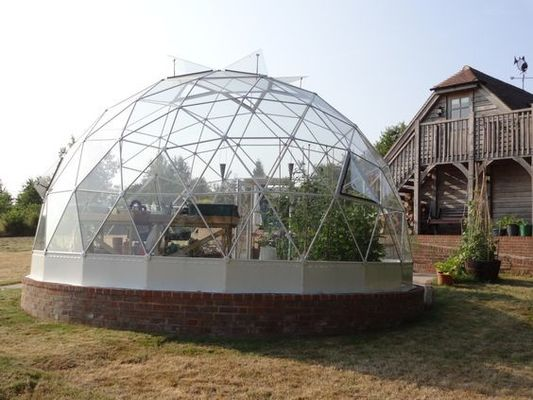 China 100 % Waterproof Outdoor Geodesic Dome Greenhouse 100-130 Km/H factory